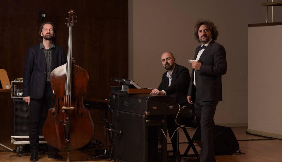 La armónica de Antonio Serrano reinterpreta la música de Bach en el Teatro Pérez Galdós